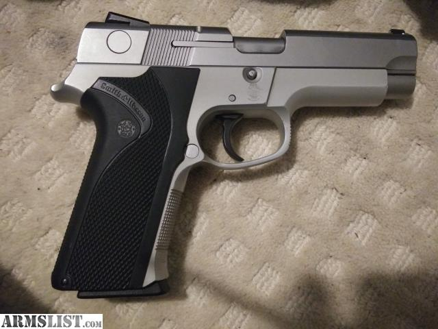 ARMSLIST - For Trade: Smith and wesson 4043  S&w  40cal