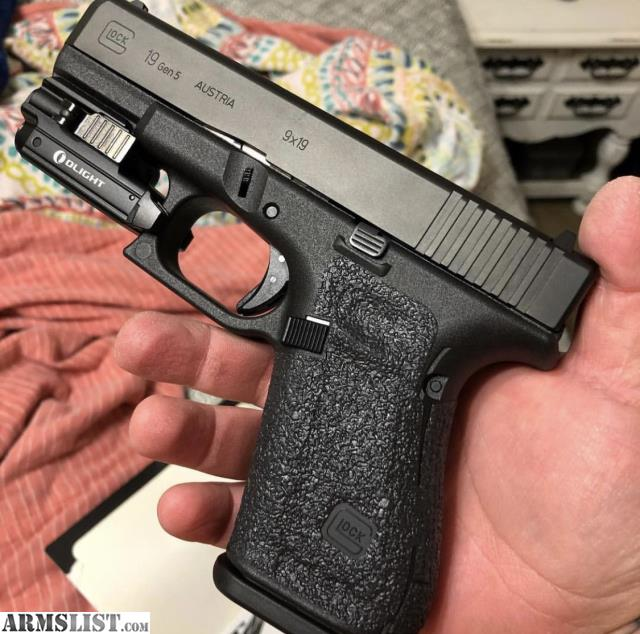 ARMSLIST - For Sale/Trade: Glock 19 Gen 5 Unfired with Extras