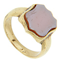 This 10K yellow gold signet ring has a smooth sardonyx top