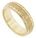 Geometric designs adorn the edges of this 14K yellow gold retro-modern wedding band