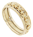 Ornate floral designs decorate the center of this 14K yellow gold vintage wedding band