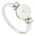A single pearl is flanked by round diamonds on this 14K white gold retro-modern ring