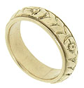 This vintage 14K yellow gold estate wedding band features a distinctive floral design that promises a lifetime of beauty