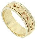 An richly engraved, cutout pattern forms the central design of this 14K yellow gold mens wedding ring