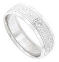 This 14K white gold mens wedding band features a wide diagonal engraved band