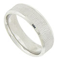 This handsome 14K white gold mens wedding band features a central band of organic hewn vertical engraving