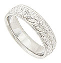 A vine of large brightly hewn leaves covers the surface of this 14K white gold mens wedding band