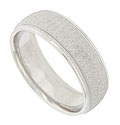 A central band of organic engraving adorns the surface of this 14K white gold mens wedding band