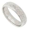 A repeating vertical pattern of engraved scales covers the face of this 14K white gold mens wedding band