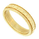 This elegant 14K yellow gold vintage wedding band is decorated with engraved abstract florals
