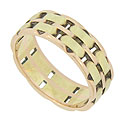 Alternating links of 14K green and red gold form the surface of this vintage wedding band