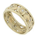 An elegant ribbon of engraved blossoms and curling leaves covers the face of this 14K yellow gold wedding band