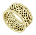 Delicate, woven blocks of 14K yellow gold zig-zag across the center of this estate wedding band