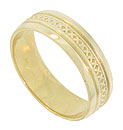 This wide band of 14K yellow gold features a central ribbon of cross hatched engraving