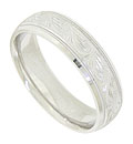 This 14K white gold mens wedding band features a wide engraved center band