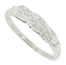 A pair of curling leaves embrace to form the central design on this 14K white gold vintage wedding band
