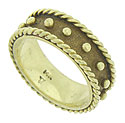 Wide, twisting ropes of yellow gold press into the edges of this wonderful vintage wedding band