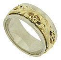 A yellow gold floral pattern crafted in relief, ornaments the center of this 14K gold men's wedding ring