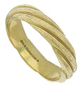Wide ropes of 14K yellow gold curl across the face of this elegant estate wedding band
