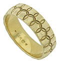 This handsome estate wedding band is covered with an intricate pattern of intertwining circles