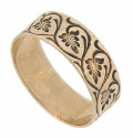 An intricate hammered pattern of curling vines and palm fronds twirl across the face of this 10K rose gold wedding band