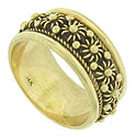 Bold milgrain, curling strings and ropes of gold adorn the surface of this estate wedding band