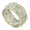 Sprays of cutwork flowers spin across the surface of this vintage wedding band