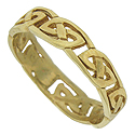 Handsome Celtic cutwork encircles the face of this estate wedding band