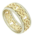 A bold, yellow gold cutwork chain framed by bands of white gold are crafted into this handsome mens wedding band