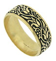 A glorious floral engraved pattern spins across the surface of this 14K yellow gold estate wedding band