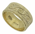 This lovely 9K yellow gold wedding band is adorned with abstract floral engraving
