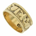 A spinning vine of leaves and flowers is engraved into the center of this romantic antique wedding band