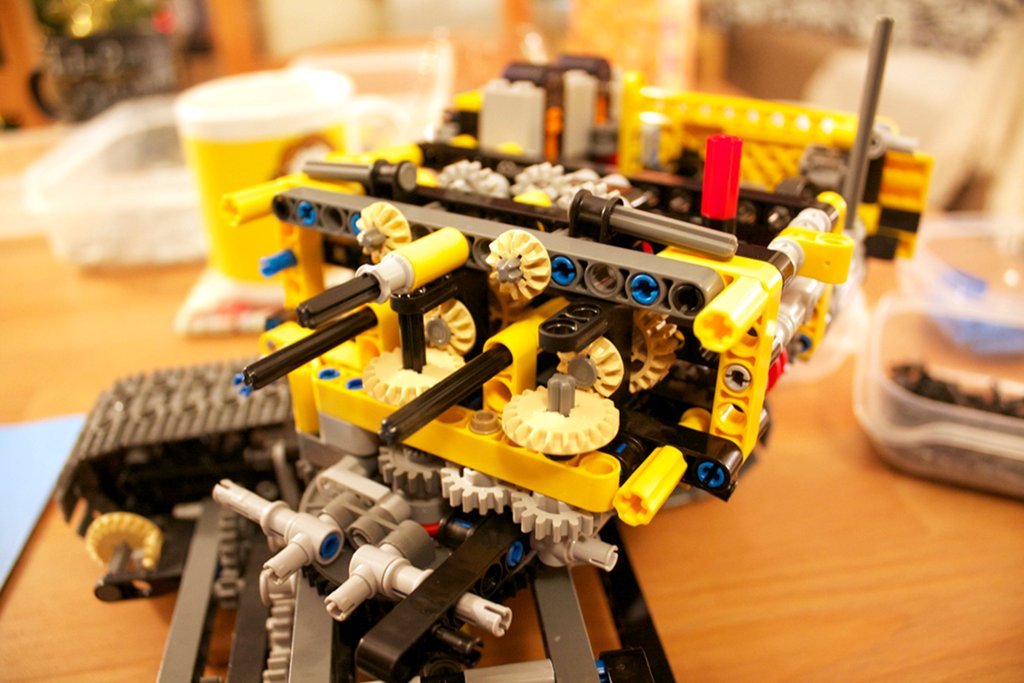 Lego 8043 excavator rear cab added to central chassis