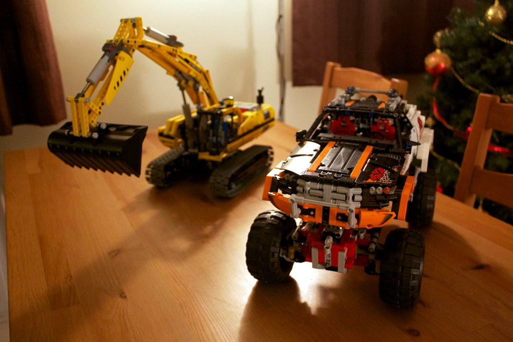 Lego 8043 excavator and Lego 9398 4x4 crawler comparison