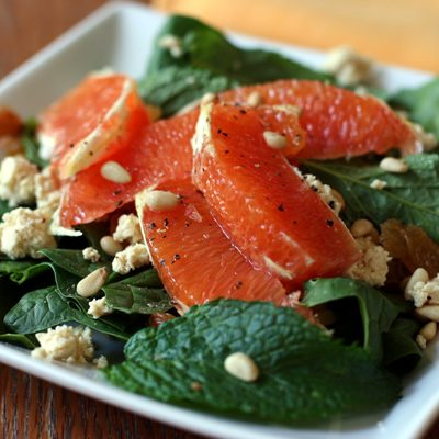 "Spinach salad with oranges and tofu ""feta"""