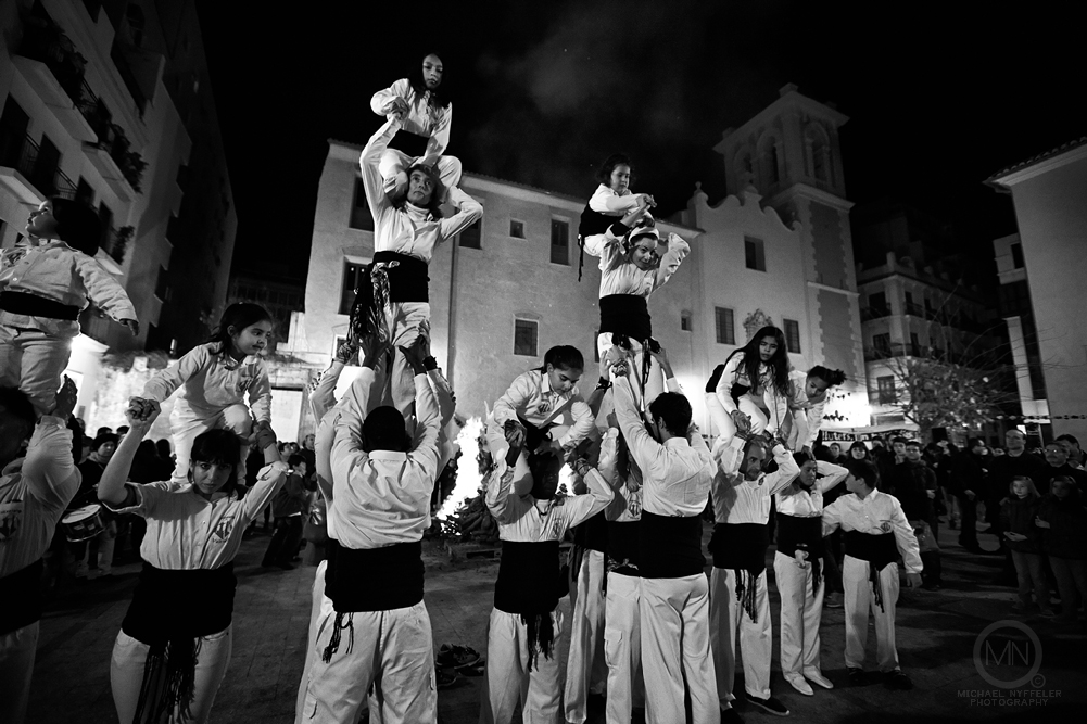 VLNC fire 5357 Edit Edit web Photo Essay   Foguera Dels Velluters 2012   Bonfire in the Plaza del Pilar