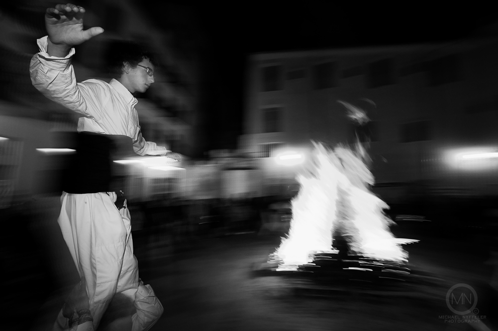VLNC fire 5411 Edit web Photo Essay   Foguera Dels Velluters 2012   Bonfire in the Plaza del Pilar