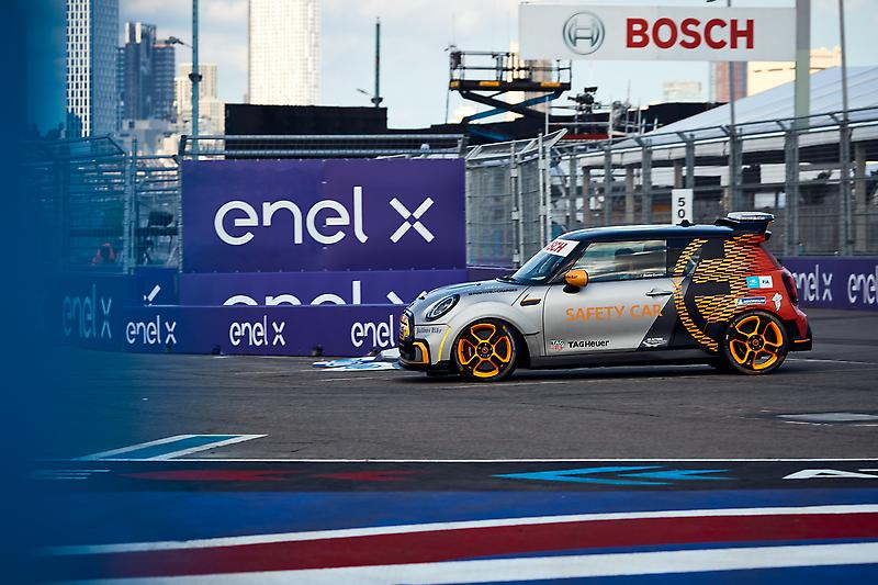 The MINI Electric Pacesetter makes its U.S. debut at the 2021 ABB New York City E-PRIX in Brooklyn on July 10, 2021.
