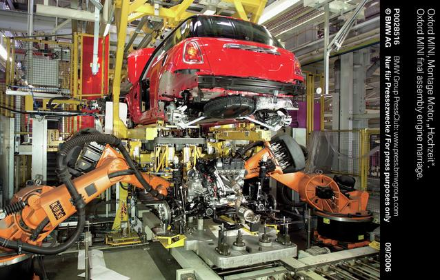 Oxford MINI final assembly engine marriage (07/2006)