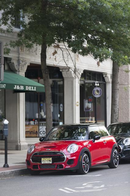 2016 MINI JOHN COOPER WORKS HARDTOP AMERICAS PRESS DRIVE