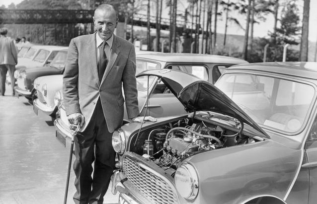 Alec Issigonis with an Austin Seven at the Mini's press launch. (03/2009)