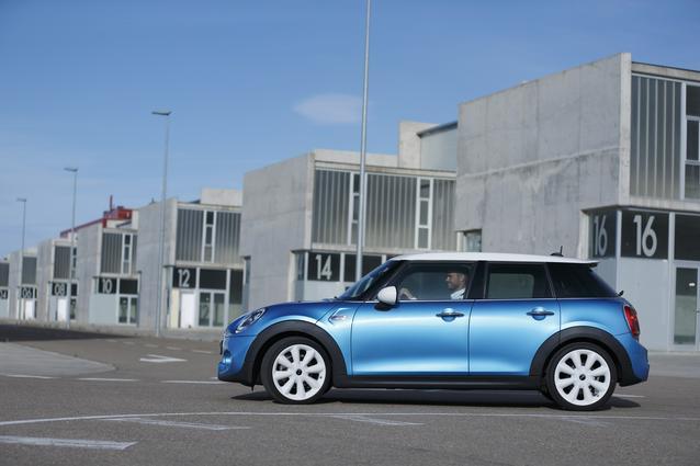 The new MINI Hardtop 4 door. (06/2014)