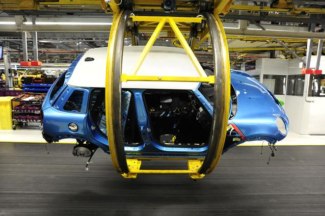 4-door hatch in the rotary sling in Plant Oxford's assembly hall.