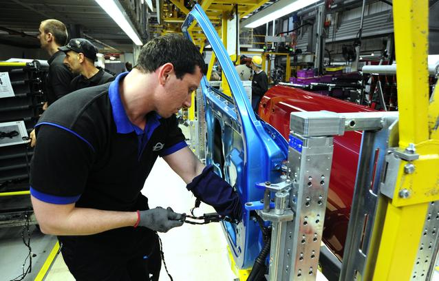 An associate preparing door wiring for the MINI 4-door in Plant Oxford's assembly hall.