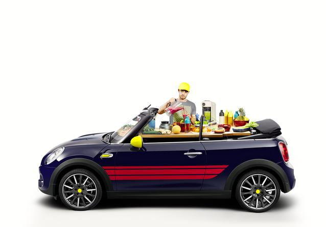 New accessories for the MINI Convertible: The John Cooker Works Package.