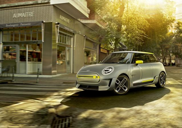 The MINI Electric Concept gives an early glimpse of the MINI Cooper S E electric vehicle coming in early 2020.
