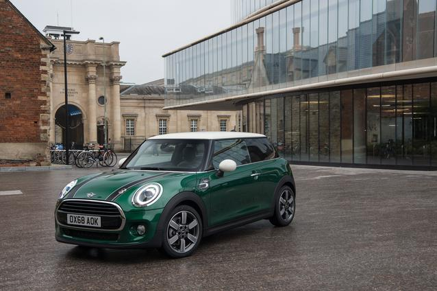 With traditional sporting spirit and British flair: the MINI 60 Years Edition.