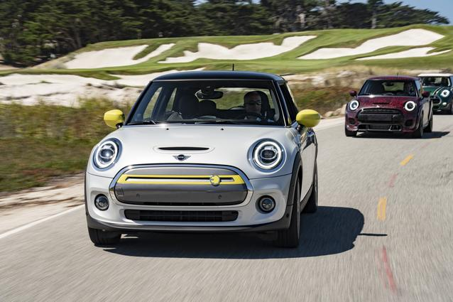 MINI Cooper SE, MINI John Cooper Works GP Prototype, MINI 60 Years Edition (08/19).<br /> MINI Cooper SE: Combined fuel consumption: 0.0 l/100 km; combined power consumption: 16.8 – 14.8 kWh/100 km; combined CO2 emissions: 0 g/km. MINI John Cooper Works GP Prototype: Prototype. Not specified. Vehicle is not yet for sale. MINI 60 Years Edition: Combined fuel consumption: from 5,5 - 5,4 l/100 km, CO2 emissions combined: from 124-122 g/km.