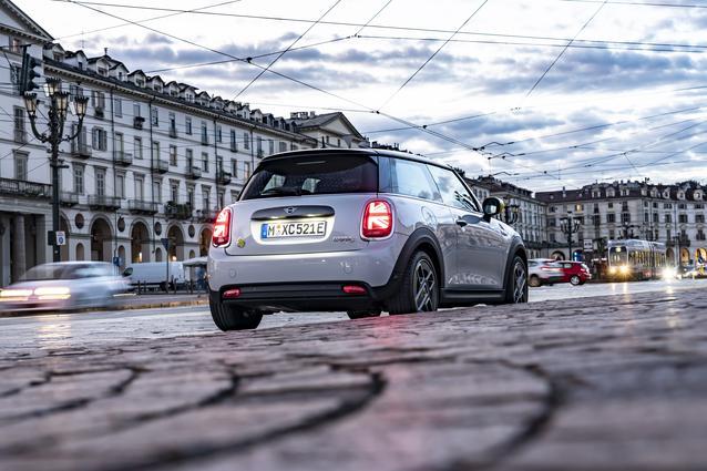 The new MINI Electric. The Getaway Car. (12/2019)<br /> MINI Cooper SE: combined fuel consumption 0.0 l/100 km; combined power consumption 16.8 - 14.8 kWh/100 km; combined CO2 emissions 0 g/km