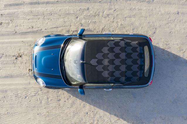 MINI Cooper S Sidewalk Convertible. (01/2020)<br /> MINI Cooper S Sidewalk Convertible (fuel consumption combined: 6.5 – 5.4 l/100 km; combined CO2 emissions: 147 – 123 g/km.